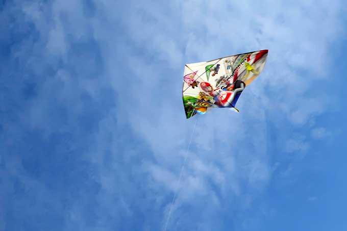 気持ち良い青空と凧揚げ