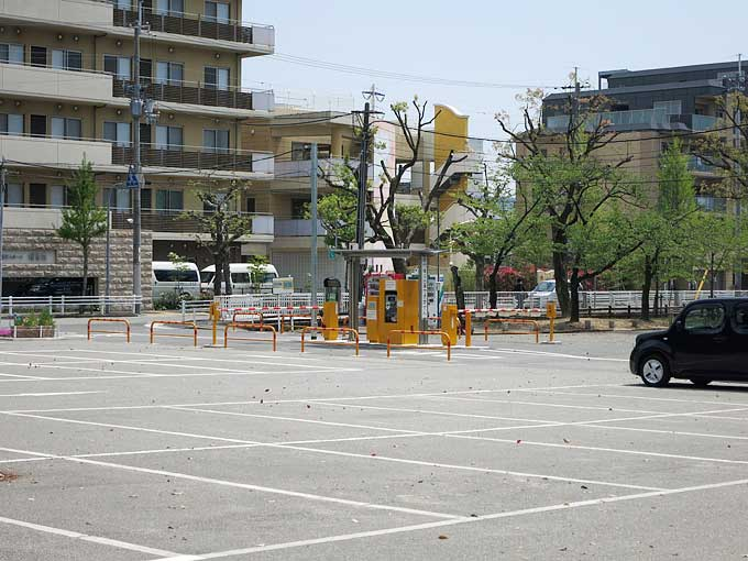 西武庫公園の駐車場