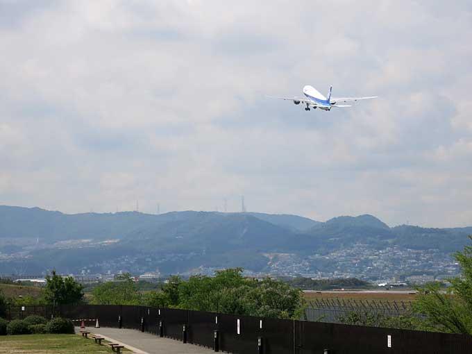 伊丹スカイパーク・飛行機の離陸