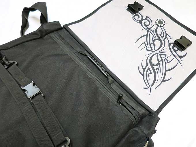 メッセンジャーバッグ用フロントフラップを付ける