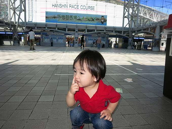 阪神競馬場入り口