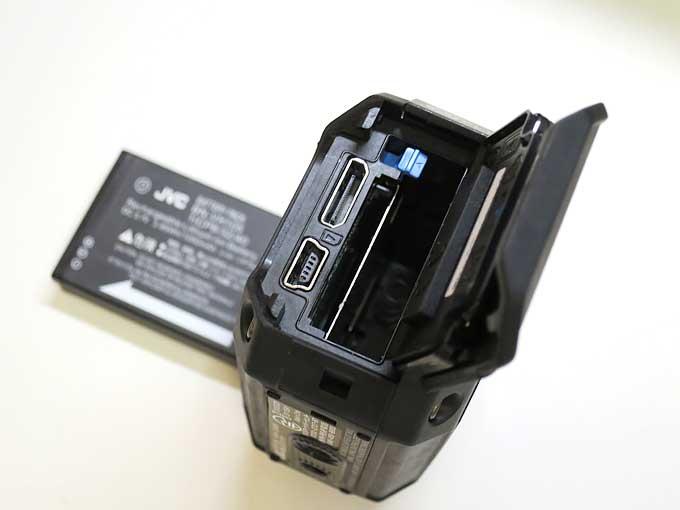 JVC GC-XA2電池入り口