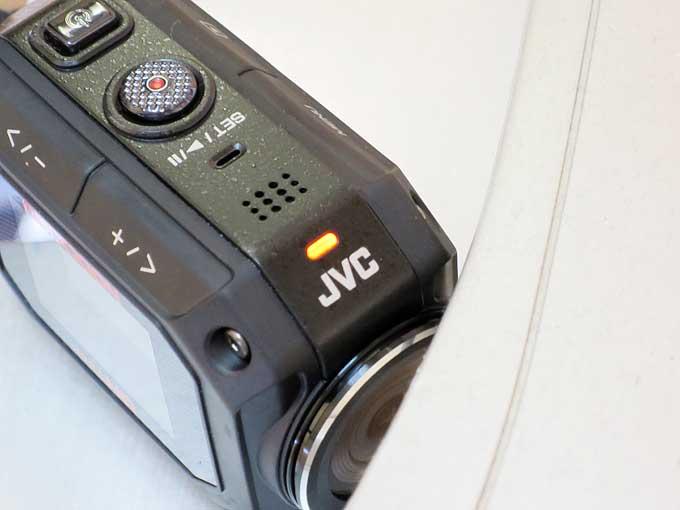 JVC GC-XA2充電中