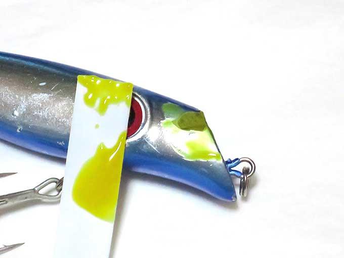 タミヤ光硬化パテを塗る