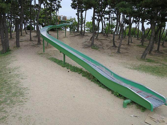 ロングスライダー(長い滑り台)