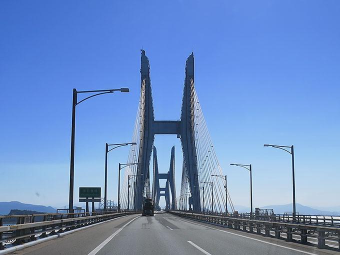 瀬戸大橋を渡ります