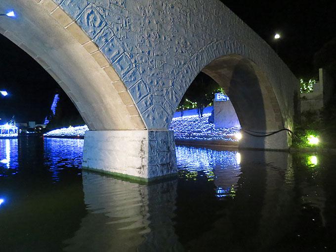 橋を通過中