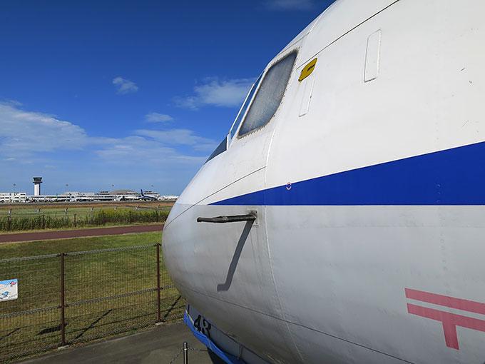YS-11型航空機と高松空港