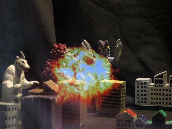 バルタン星人爆発