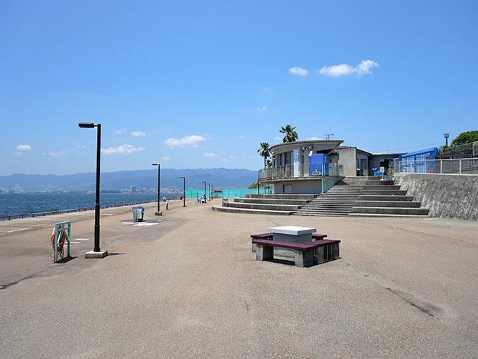 鳴尾浜海釣り公園の受付・入場口
