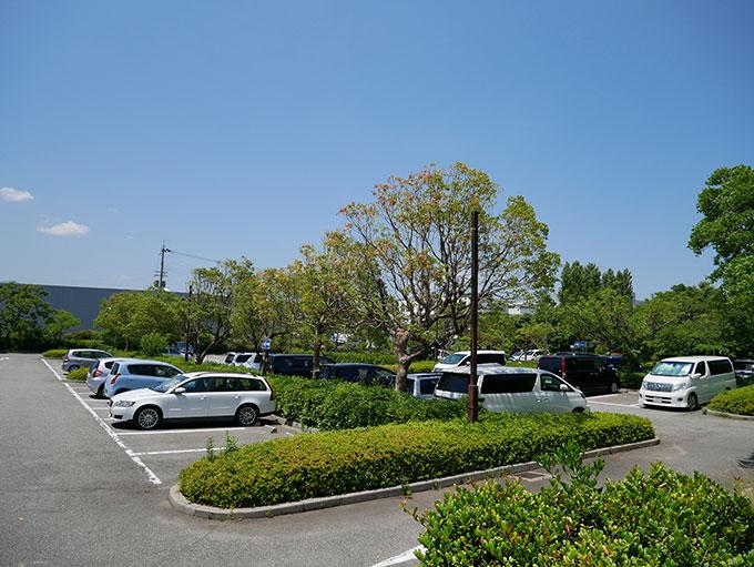 鳴尾浜海釣り公園の駐車場