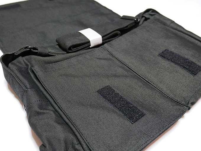 ポーターのメッセンジャーバッグの側面