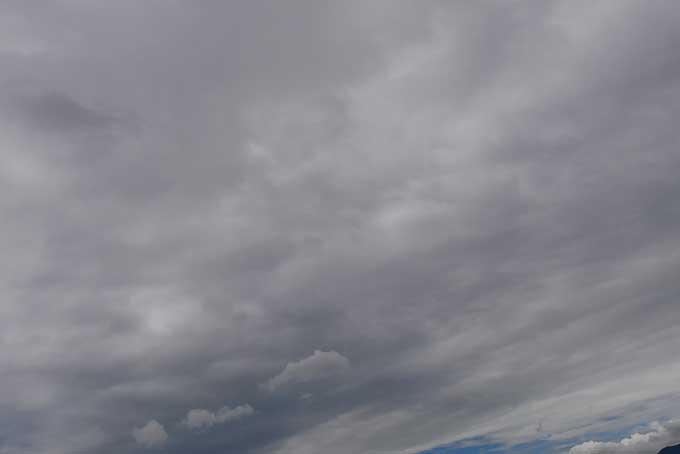 雨が振りそうな曇天