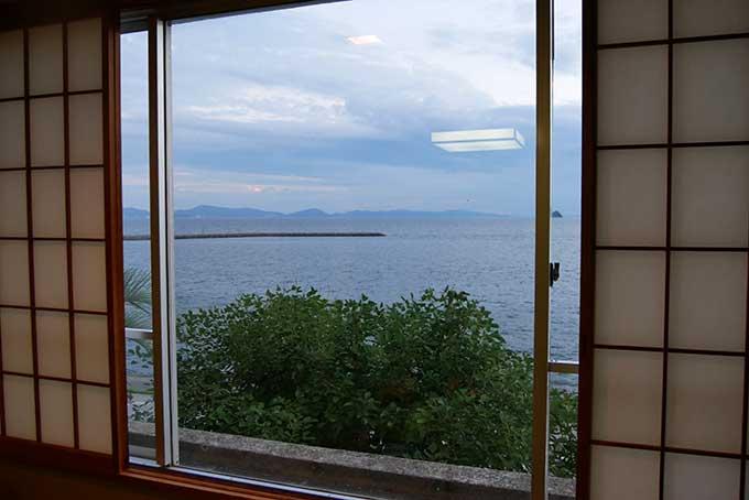 窓の外には海が広がります!!