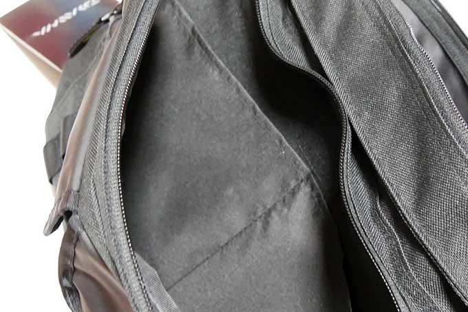 サブ収納とポケット