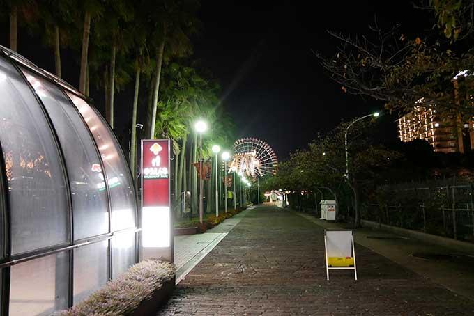 夜の通路も綺麗です