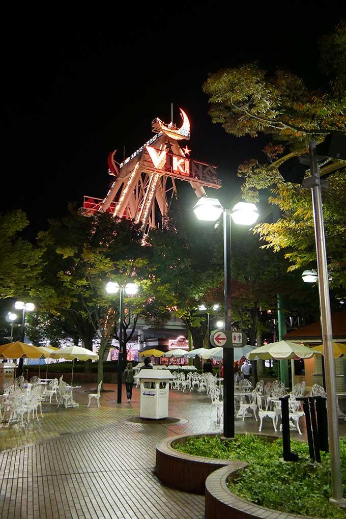 夜の遊園地はライトアップが最高に綺麗!!