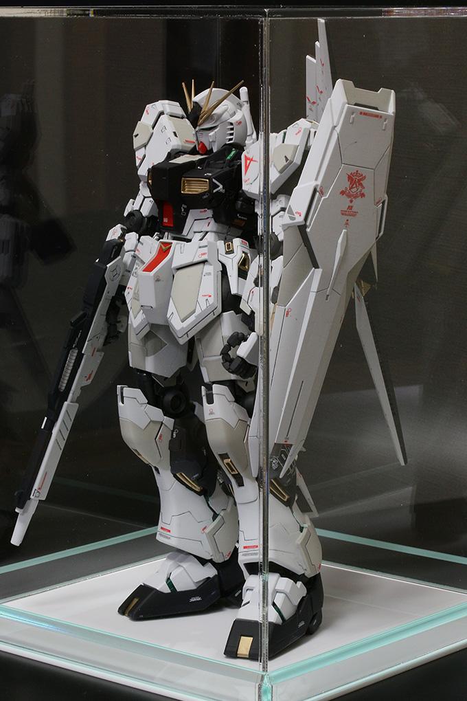 MG ニューガンダム Ver.kaをアクリルケースへ収納