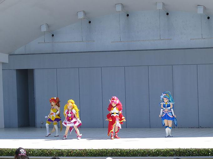 阪神競馬場のキャラクターショー