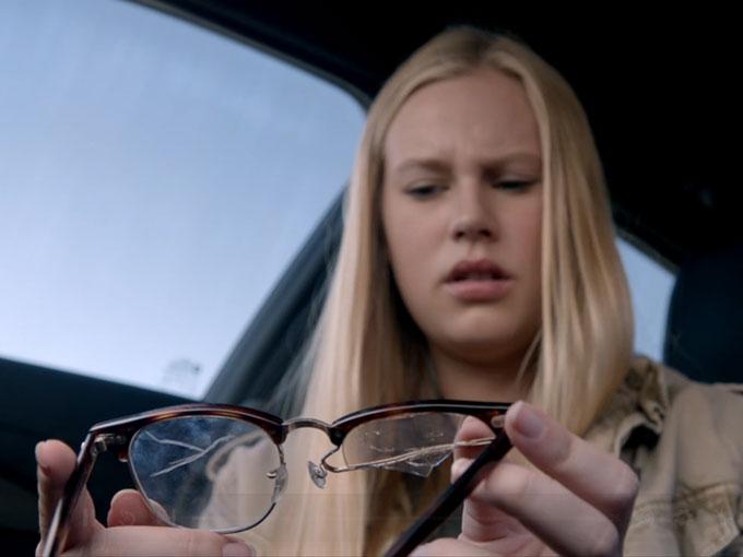 メガネだけが残る…