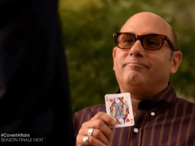 カードを懐かしむモジー