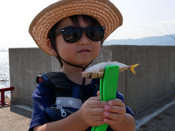 鳴尾浜の海釣り公園にて子供達と一緒にサビキ釣り!!